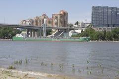 Mening van de stad van de linkeroever Op Don River die s varen Royalty-vrije Stock Afbeelding
