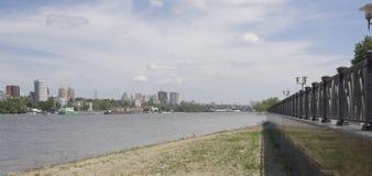 Mening van de stad van de linkeroever Op Don River die s varen Royalty-vrije Stock Afbeeldingen