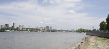 Mening van de stad van de linkeroever Op Don River die s varen Royalty-vrije Stock Foto