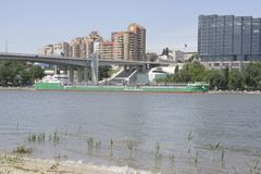 Mening van de stad van de linkeroever Op Don River die s varen Stock Afbeelding