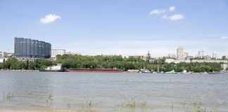 Mening van de stad van de linkeroever Op Don River-het varen Royalty-vrije Stock Afbeeldingen