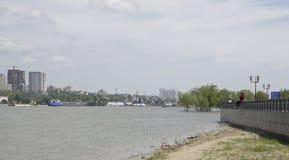 Mening van de stad van de linkeroever Voor Don River, schepen s Royalty-vrije Stock Afbeeldingen