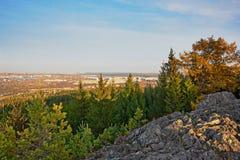 Mening van de stad van Nizhny Tagil vanaf de bovenkant van de berg Stock Afbeelding