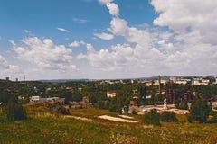 Mening van de stad van Nizhny Tagil vanaf de bovenkant van de berg Royalty-vrije Stock Afbeeldingen
