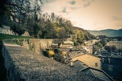 Mening van de stad van Salzburg van de Capuchin berg in Oostenrijk, de Lentetijd Stock Foto's