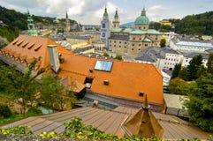 Mening van de Stad van Salzburg van Hohensalzburg Stock Afbeeldingen