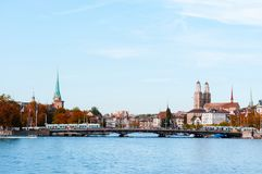Mening van de de stadsstad van Zürich de oude van meer Zürich stock foto