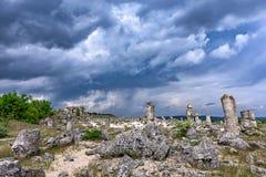 Mening van de Steenforest beautiful van het fenomeen de Oude Heiligdom met de beroemde rotsvorming dichtbij Varna, Bulgarije - ka royalty-vrije stock foto