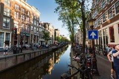 Mening van de straat of het Rode licht Distric van Oudezijds Achterburgwal Stock Foto