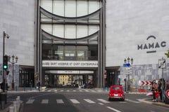 Mening van de straat van Mamac Museun in Nice, Frankrijk stock foto's