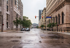 Mening van de straten van Cleveland in de avond mist, Ohio, de V.S. stock afbeelding