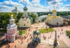 Mening van de tempels van Lavra in Sergiev Posad stock foto's