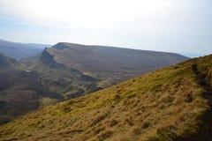 Mening van de top op nevelige heuvels Royalty-vrije Stock Foto