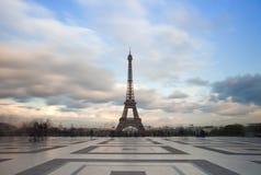 Mening van de toren van Eiffel met dramatische hemel van Trocadero in Parijs Royalty-vrije Stock Afbeeldingen