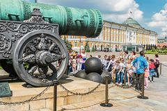 Mening van de Tsaar Pushka van het Tsaarkanon op squar Ivanovskaya Stock Foto