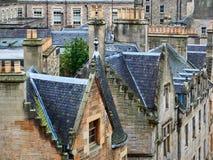 Mening van de typische rooftoops en voorgevels van de huissteen in Edinburgh, Schotland royalty-vrije stock afbeeldingen