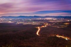 Mening van de Vallei en Luray van Shenandoah bij nacht van Massanutte stock foto's
