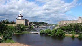 Mening van de vesting van Narva en Ivangorod- stock footage