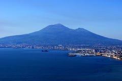 Mening van de Vesuvius van een hoge berg Stock Afbeelding