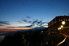 Mening van de vulkaan Etna van Taormina bij zonsondergang Royalty-vrije Stock Foto