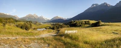 Mening van de Waaier en Forbes Mountains van Humboldt van Paradijs, NZ royalty-vrije stock afbeeldingen