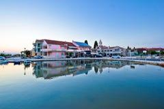 Mening van de waterkant van het Sukosan de Adriatische dorp Royalty-vrije Stock Afbeeldingen