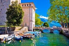 Mening van de waterkant van Riva del Garda de oude royalty-vrije stock fotografie