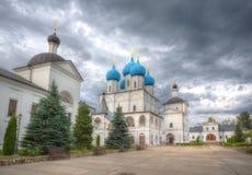 Mening van de werf van Vysotsky van een man klooster in Serpukhov royalty-vrije stock foto's