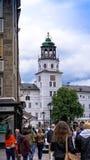 Mening van de witte bouw van het Museum van Salzburg oostenrijk Stock Afbeelding