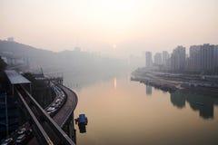 Mening van de Yangtze-rivier tijdens zonsondergang royalty-vrije stock foto