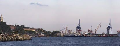 Mening van de zeehaven in Istanboel royalty-vrije stock foto's