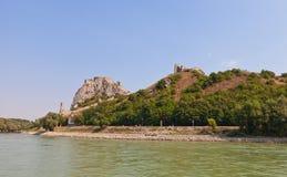 Mening van Devin-kasteel van de Rivier van Donau in Slowakije Royalty-vrije Stock Foto's