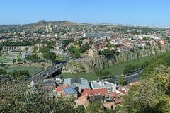 Mening van districten Avlabari en Metekhi in Tbilisi, Georgië Stock Afbeelding
