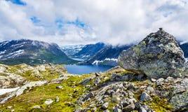 Mening van Djupvatnet-meer van Dalsnibba-berg - Noorwegen Royalty-vrije Stock Afbeeldingen