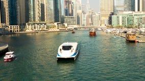 Mening van Doubai Marina Towers en kanaal in Doubai timelapse stock video
