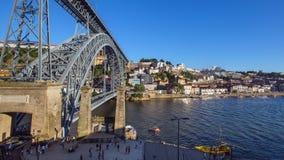 Mening van Douro-rivier en kusten van Ribeira en van Vila Nova de Gaia Stock Fotografie