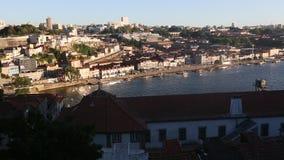 Mening van Douro-rivier en Porto Oude Stad stock video