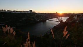 Mening van Douro-Rivier in oude Porto stock videobeelden