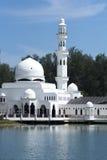 Mening van drijvende moskee Masjid Tengku Tengah Zaharah royalty-vrije stock afbeelding