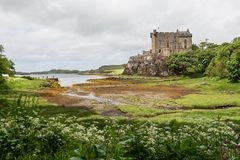 Mening van Dunvegan-Kasteel in het Eiland van Skye Stock Afbeelding