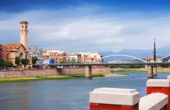 Mening van Ebro rivier met brug in Tortosa Stock Afbeeldingen