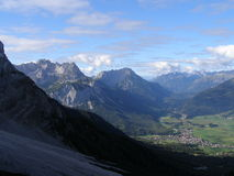 Mening van een alpiene vallei Stock Afbeelding