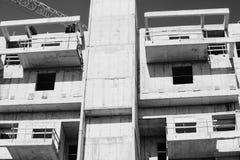 Mening van een bouwwerf van een nieuw gebouw in de stad van Knuppelyam, Israël Royalty-vrije Stock Foto