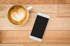Mening van een hart uit koffie wordt samengesteld die Royalty-vrije Stock Foto's