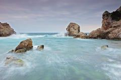 Mening van een klip en de oceaan Royalty-vrije Stock Foto