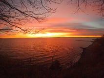 Mening van een klip van een suikergoed gekleurde zonsondergang Royalty-vrije Stock Afbeelding