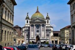 Mening van een parkeerterrein van Basiliek van Mary Help van Christenen Stock Foto's