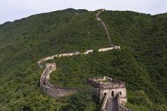 Mening van een sectie van de Grote Muur van China en de omringende bergen in Mutianyu Stock Afbeelding