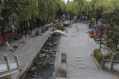 Mening van een smalle straat in de oude stad van Dali in Yunnan, het oude koninkrijk van Nanzhao Stock Foto