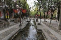 Mening van een smalle straat in de oude stad van Dali in Yunnan, het oude koninkrijk van Nanzhao Royalty-vrije Stock Afbeelding